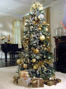 21 tree decorations