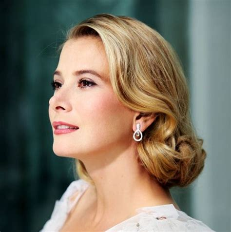 "Yuliya Vysotskaya as ""Grace Kelly"" )   Hairstyle"