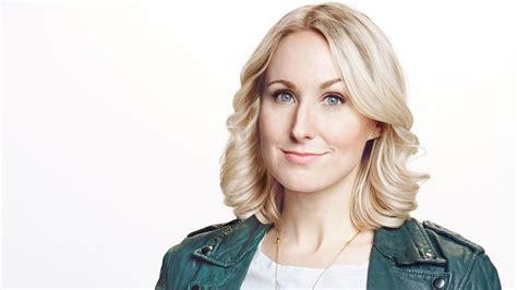 Nikki Glaser Is A Blonde Comedian Talking Frankly About