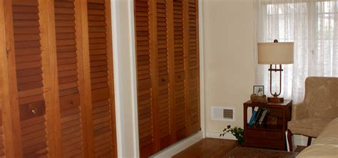Louvered Sliding Closet Doors by White Louvered Sliding Closet Doors Dandk Organizer
