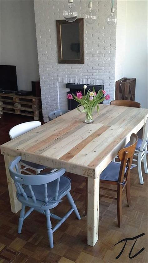 15 must see pallet dining tables pins bar tables diy desk and pallet table outdoor