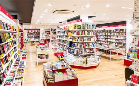 libreria mondadori napoli mooks bookshop la libreria mondadori apre al vomero