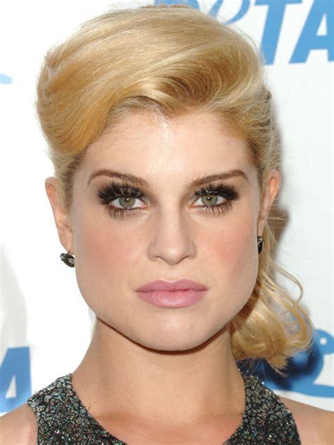 determine  eyebrow shape based   face shape