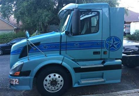 volvo tr day cab  san antonio texas stock number