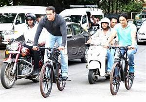 Video: Salman Khan cycles by 'Mannat' and calls out to ...