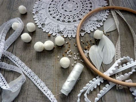 attrape reve fabrication diy dreamcatcher fabriquer un attrape r 234 ve diy simple avec un napperon au crochet perles co