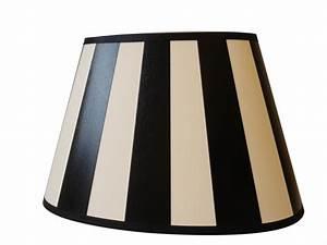 Lampenschirm Weiß Rund : gestreifter lampenschirm oval 20 cm farbe schwarz creme wei ~ Indierocktalk.com Haus und Dekorationen