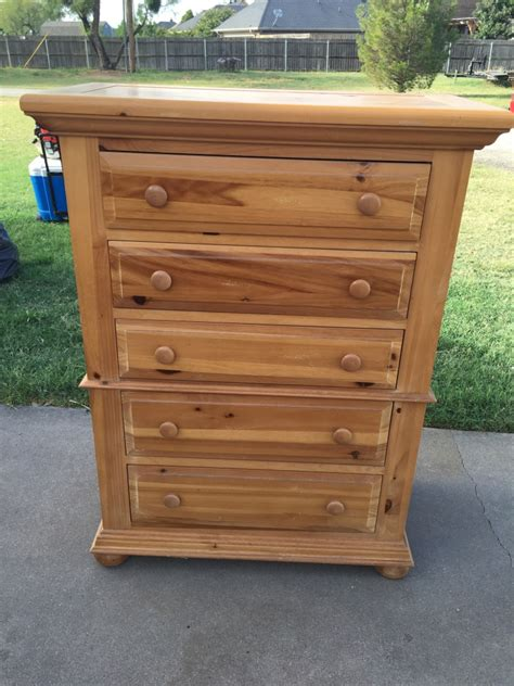Broyhill Fontana Dresser Measurements by Letgo Fontana By Broyhill Bedroom Set In Potosi Tx