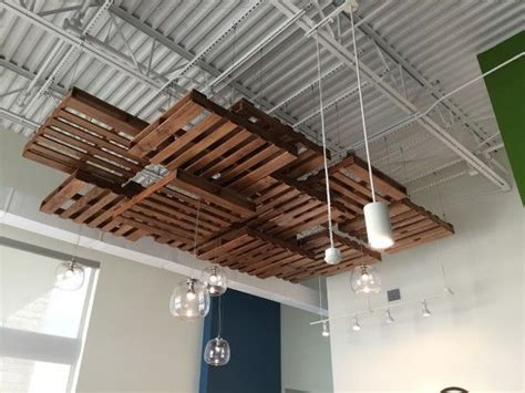 Suspended Wood Ceiling by 25 Best Ideas About Pallet Ceiling On Wood