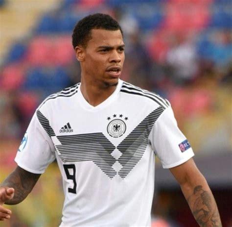 Join the discussion or compare with others! Fußball: Wolfsburg leiht U21-Nationalspieler Nmecha für ein Jahr - WELT