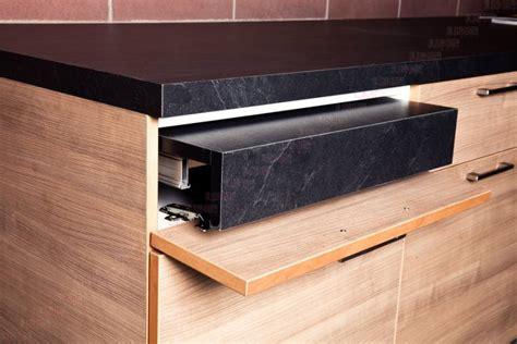 table cuisine amovible ferrure pour plan de travail escamotable accessoires de