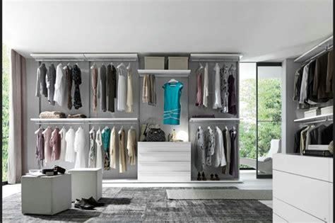 dressing ouvert chambre chambre avec dressing exposez votre collection de mode