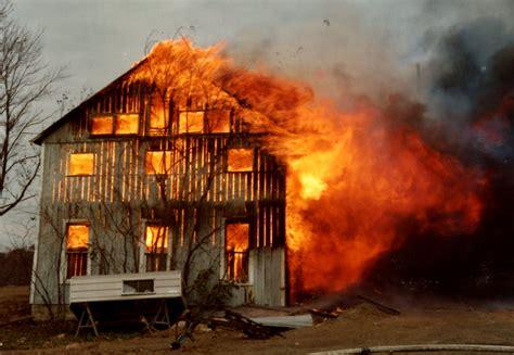 Burning Barn In Worthingto, Ohio (10893799664).jpg