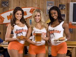 Original breastaurant motorboats its way to scenic North