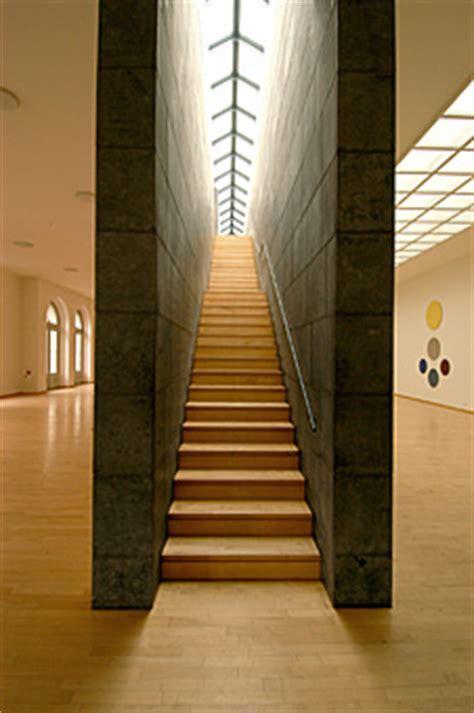 treppe zwischen zwei wänden museum kurhaus kleve haus architektur