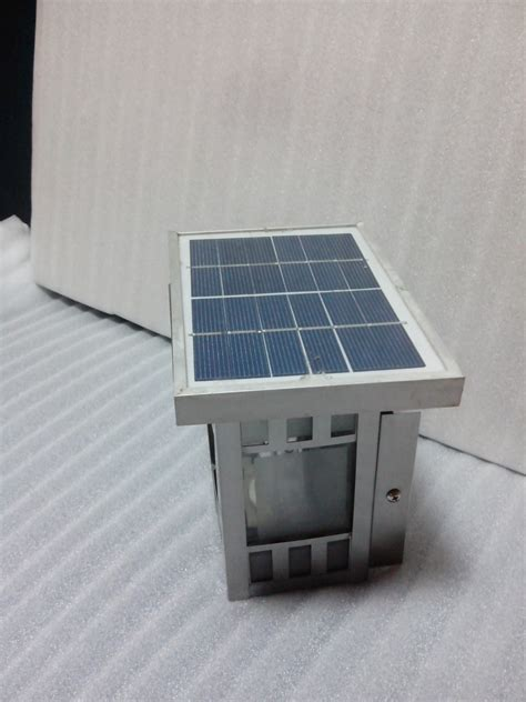 solar mini garden lawn light with automatic lights on at