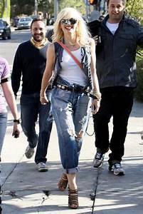 Celebs in Denim Gwen Stefani in Levi boyfriend jeans  Celebrities in Designer Jeans from Denim ...
