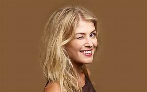 13 HD Rosamund Pike Wallpapers