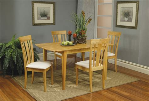 5 Piece Butterfly Leaf Dining Set in Maple Finish by