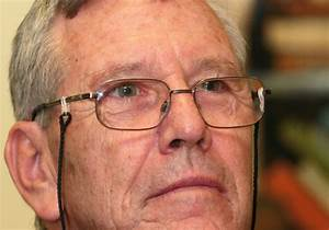 Amos Oz: Those who deny Israel's right to exist are ...