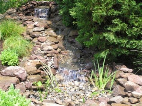 Gartenteich Mit Bachlauf Anlegen 2251 by 91 Ideen F 252 R Einen Traumhaften Wasserfall Im Garten