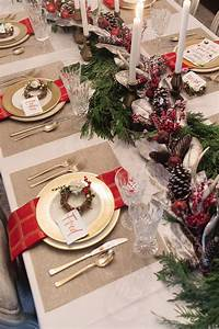 A, Classic, Red, And, Gold, Christmas, Tablesetting