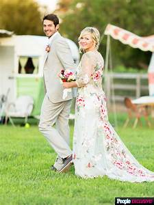 details on jennie garth39s one of a kind floral lace With jennie garth wedding dress