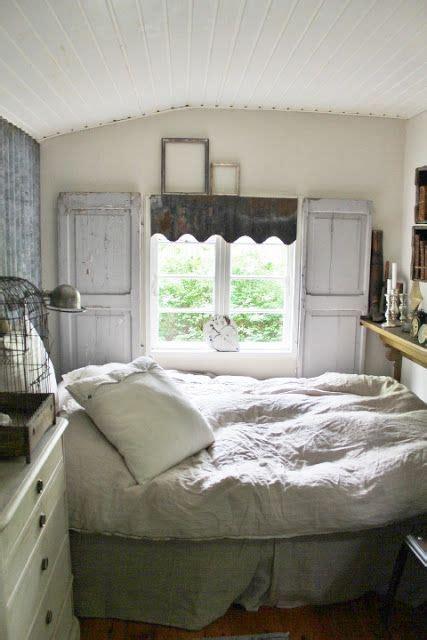 cozy cottage bedroom  bed     single