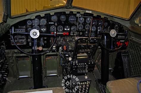 05 B17 cockpit