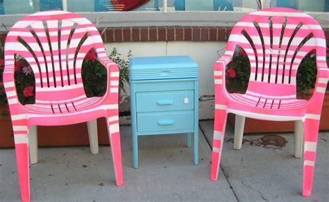 peindre chaise de jardin en plastique comment peindre des chaises de patio en plastique
