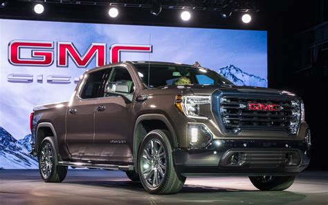 gmc sierra unveiled  exclusive carbon fiber bed