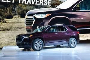 2018 Chevrolet Traverse Vs  2018 Buick Enclave  Compare Cars
