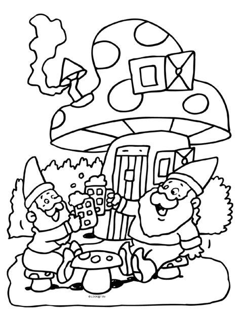 Kleurplaat Kabouter Met Paddestoel by Kleurplaat Kabouters Paddestoel Kleurplaten Nl