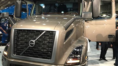 brand new volvo truck volvo trucks reveals the brand new volvo vnr regional haul
