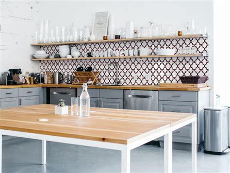 backsplash for kitchens oriental2 1421 kitchenwalls behangfabriek 1421