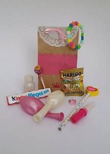 Mitgebsel Tüten Basteln : die besten 20 mitbringsel kindergeburtstag ideen auf pinterest popcorn geschenke popcorn ~ Frokenaadalensverden.com Haus und Dekorationen
