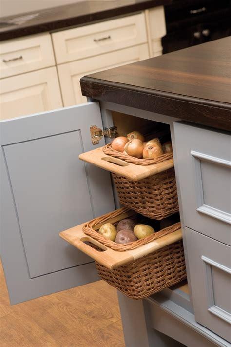 rangement pomme de terre cuisine 20 storage ideas for potatoes onions and garlic jewelpie