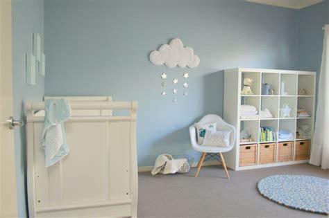 chambre bébé gris blanc bleu chambre bleu et gris idées déco en tons neutres et froids
