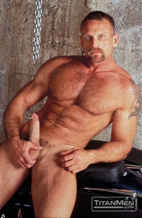 Woof Alert The Hottest Horniest Muscle Bears Of Titan Men Manhunt Daily