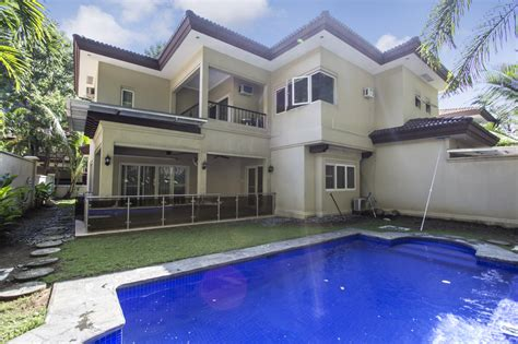 4 Bedroom House With Swimming Pool For Rent In Maria Luisa