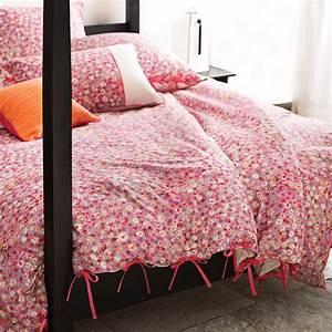 Parure De Lit Original : s 39 offrir une parure de lit fleurie pour c l brer le printemps ~ Teatrodelosmanantiales.com Idées de Décoration