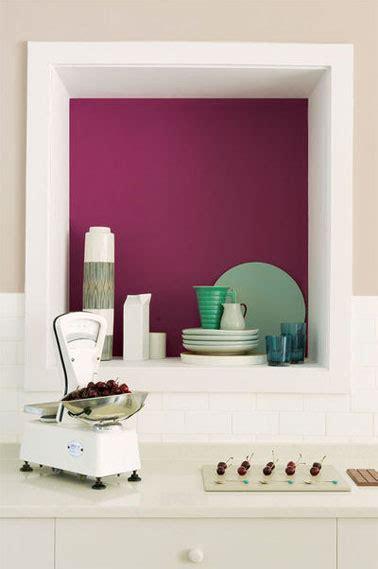 cuisine couleur creme peinture teinte cassis pour peindre la niche de la cuisine