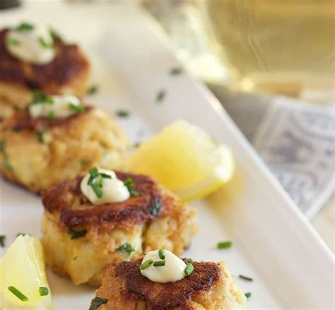 Gently stir in crabmeat, being careful not to break up meat. Best Condiment For Crab Cakes / 30 Best Ideas Condiment ...