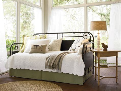 canapé cottage 10 dreamy daybeds we adore hgtv
