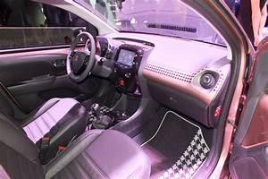 Peugeot 108 Automatique : vid o en direct de gen ve 2014 peugeot 108 s rieusement personnalisable ~ Medecine-chirurgie-esthetiques.com Avis de Voitures
