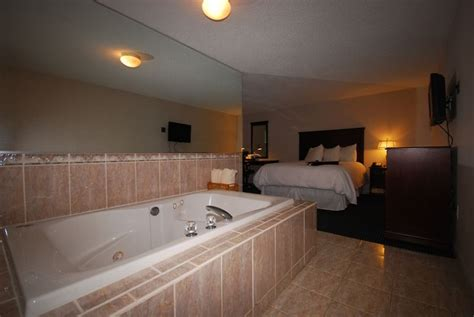 hotels with tubs in ct room gt newbury inn brookfield ct hotels