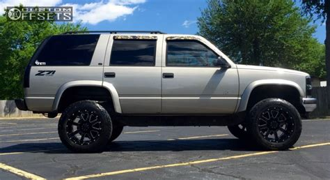 leveling kitstock wheelsoversized tires pics chevy 1999 chevrolet tahoe gear alloy big block rancho leveling