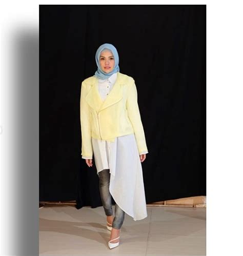 Kumpulan Foto Nikita Mirzani Berhijab Cantik Nan Islami