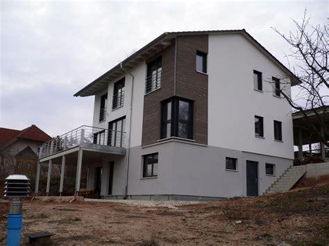 Moderne Häuser Balkon by Einfamilienhaus Modern Holzhaus Satteldach Eckfenster