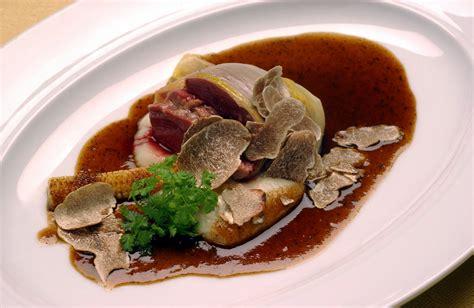 cuisiner un turbot recette des filets de turbot à la sauce aux truffes